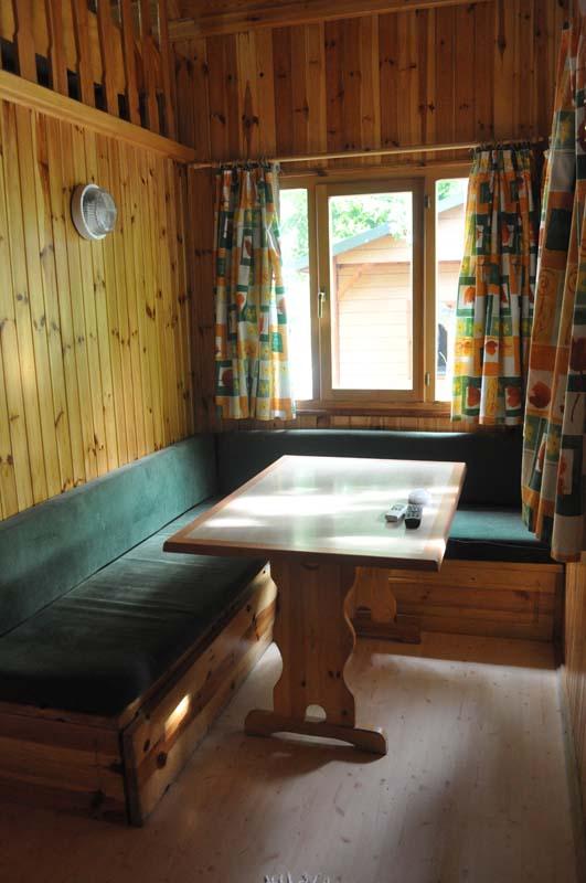 Salón Comedor Euro Bungalow con Buhardilla | Camping Jaranda