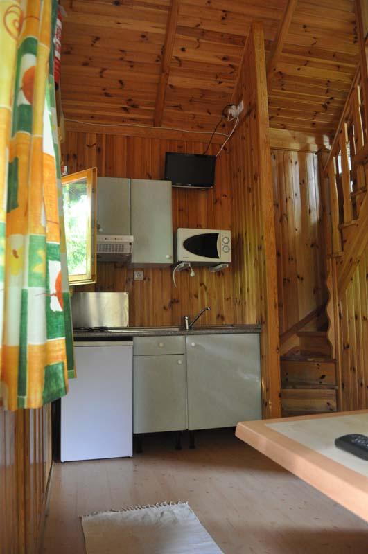 Cocina Euro Bungalow con Buhardilla | Camping Jaranda